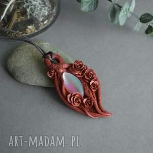 wisiorki szkło tęczowe różany wisior z tęczowym