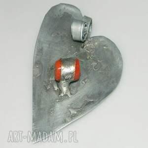 nietuzinkowe wisiorki wisior serce z koralem-n2