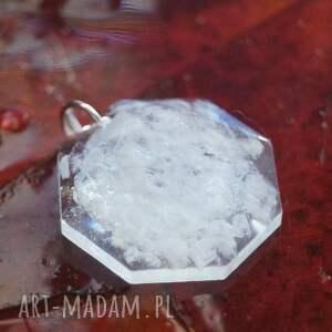 białe wisiorki sól śniegowa zamieć - zawieszka