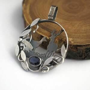 sarenki wisiorki srebrny wisior w ciszy lasu