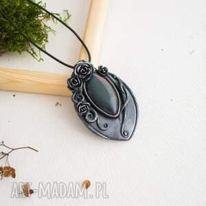 efektowne wisiorki wisior czarna perła z motywem