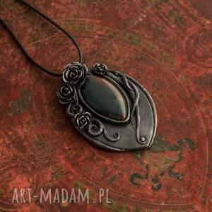 szare wisiorki czarnaperła wisior czarna perła z motywem
