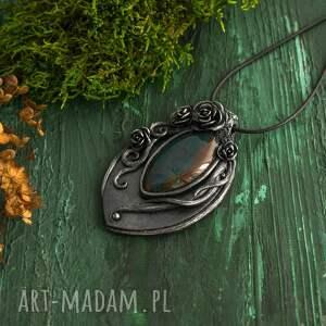 wisior wisiorki zielone czarna perła z motywem