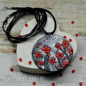 srebrne czarno czerwony wisior czerwone kwiaty