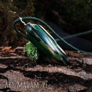 nietuzinkowe wisiorki leśny wisior drewno i żywica anobium