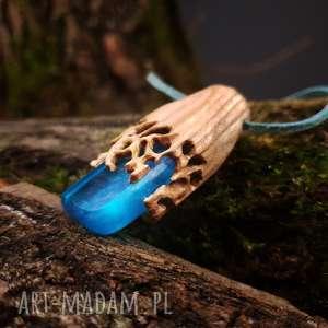wyjątkowe wisiorki naturalny wisior drewno i żywica crownwork