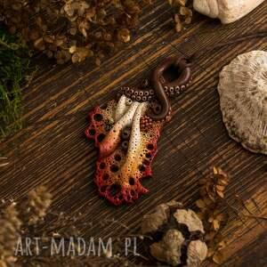 wisior wisiorki czerwone koralowy w jesiennych
