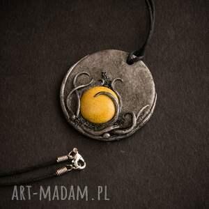 niekonwencjonalne wisiorki wisior medalion z ceramiką