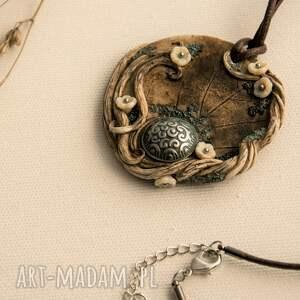 wisiorki: Wisior medalion ze stylowym guzikiem - ręcznie wykonane