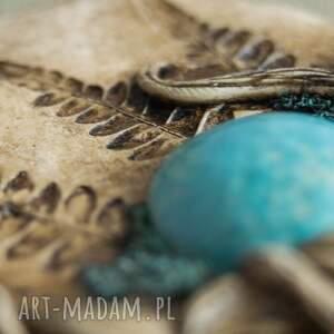 brązowe wisiorki medalion wisior z niebieską