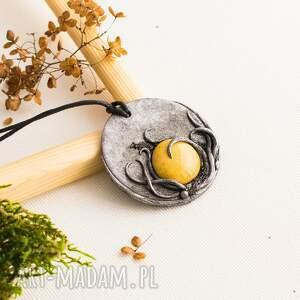 niekonwencjonalne wisiorki ceramika wisior medalion z ceramiką