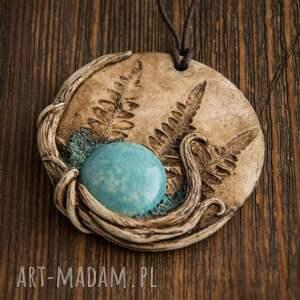 gustowne wisiorki ceramika wisior medalion z niebieską