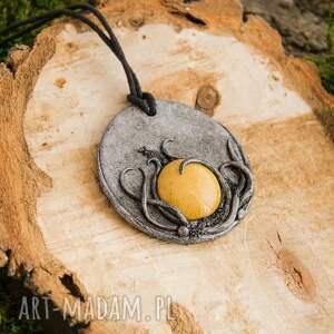 wisior wisiorki medalion z ceramiką