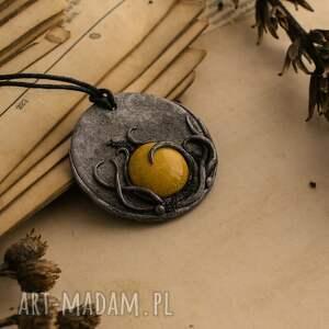 ceramika wisiorki żółte wisior medalion z ceramiką