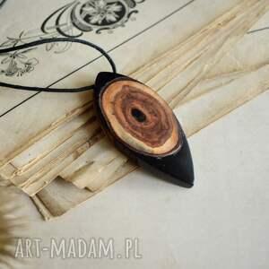hand made wisiorki biżuteria na prezent wisior oko z żywicy i drewna