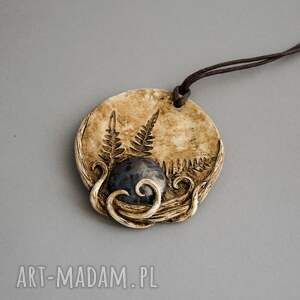unikatowe wisiorki polymerclay wisior inspirowany naturą w kształcie medalionu