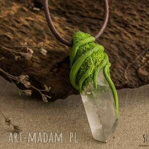 białe wisiorki kwarc wisior z surowym kryształem górskim