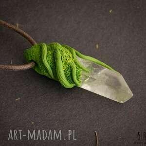 kryształ wisiorki zielone wisior z surowym kryształem górskim