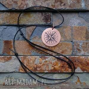 handmade wisiorki róża wisior z trawionej miedzi -