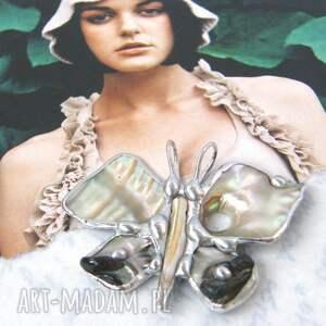 awangardowe wisiorki wisiorek motyl macica perłowa jest symbolem piękna, czystości