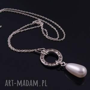 białe wisiorki wisiorek z białą perłą