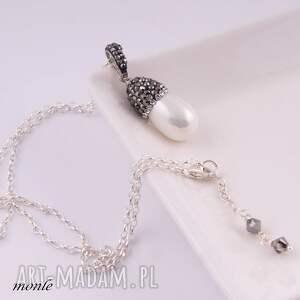 czarne wisiorki majorka wisiorek z białą perłą