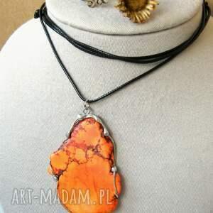 czarne wisiorki wisiorek z-kamieni z dużym pomarańczowym