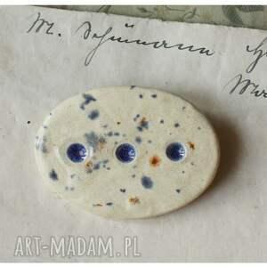 ceramika wisiorki beżowe zestaw biżuterii nakrapianej w