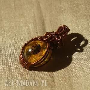 żywica-epoksydowa wisiorki żółta biedronka - zawieszka