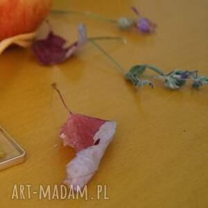 nietuzinkowe wisiorki kwiat-w-żywicy żółte wspomnienie - kwiat w żywicy