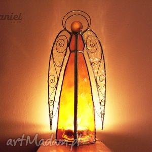 niekonwencjonalne witraże anioł lampion witrażowy
