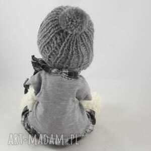zabawki: - miś w czapce