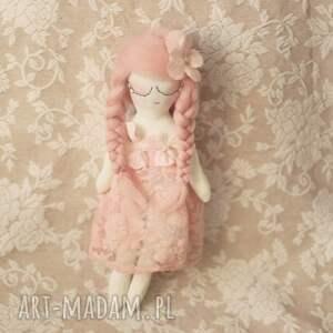 beżowe zabawki wróżka bajka wiosenna - różana