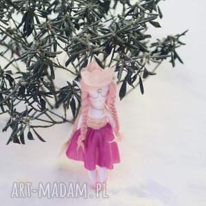 lalka zabawki różowe bajka z magiczną szafą - elfia