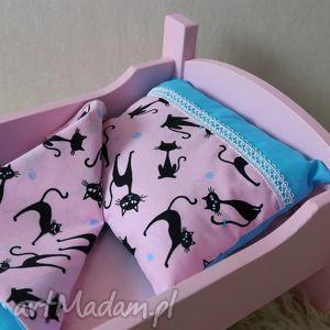 turkusowe zabawki łóżeczko drewniane dla lalek
