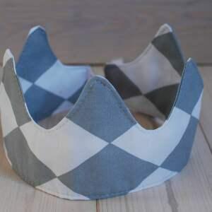 gustowne korona biało szare romby
