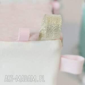 handmade zabawki zabawka kostka sensoryczna różowe trójkąty