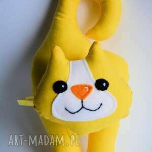 żółte zabawki kotek klamkowy stasia