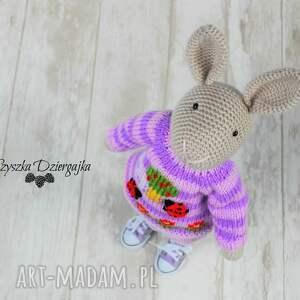 fioletowe zabawki króliczek nino szydełkowa