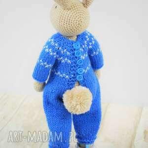 niebieskie zabawki króliczek nino szydełkowa