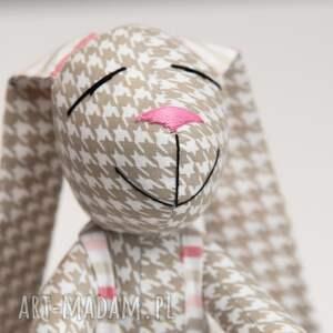 ręcznie robione zabawki królik uszyty z tkaniny w 100% bawełnianej