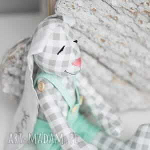 nietypowe zabawki przytulanka królik z imieniem