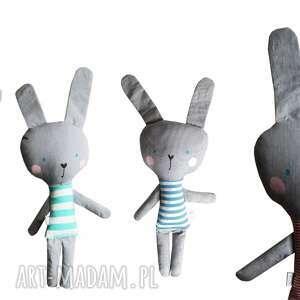 atrakcyjne zabawki eko królik w tiszerku. kieszonkowy