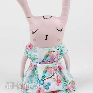 zabawki wiklina królikówna w kołysce z pościelą