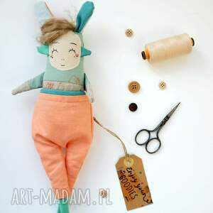 hand made zabawki lalka artystyczna jojo lubi gdy ludzie zwracają się do niej