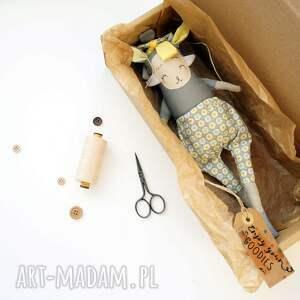 modne zabawki lalka na prezent handmade z tkaniny - szurka