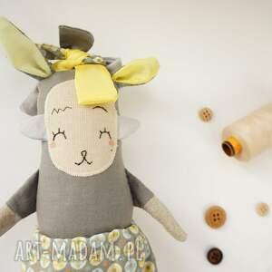 żółte zabawki lalka waldorfska handmade z tkaniny - szurka
