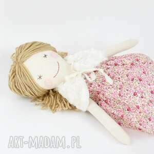 różowe zabawki lalka szmaciana, sukienka w