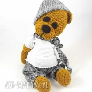 zabawki: marcel - szydełkowy miś, personalizacja - prezent niebanalny