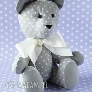 modne zabawki dziecko miś przytulanka szary w grochy